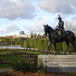 The_statue_of_Queen_Elizabeth_II_in_Regina,_Saskatchewan